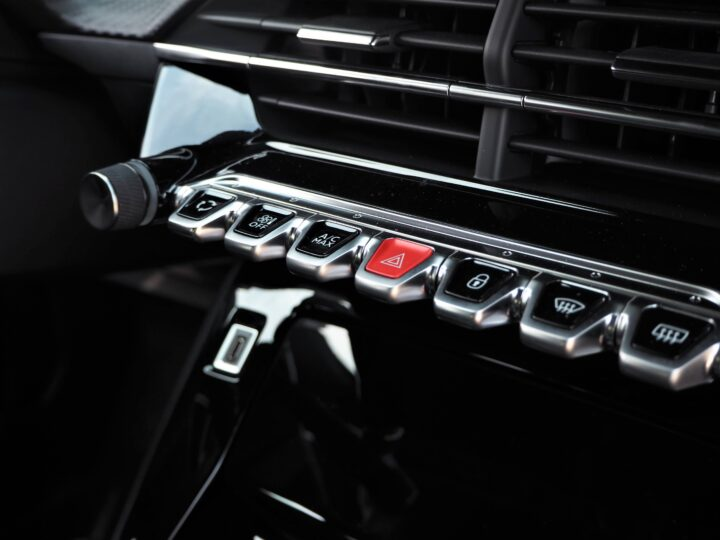 Peugeot 2008 GT LINE toggle switches